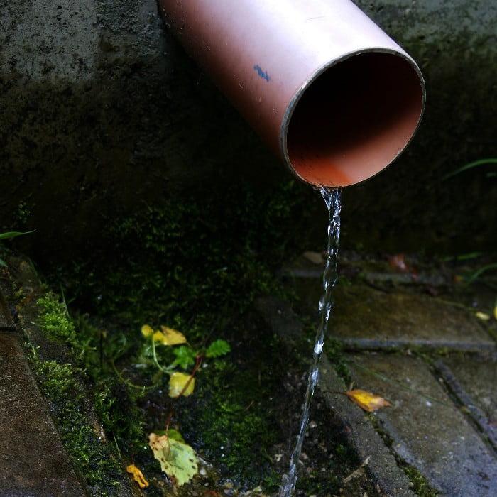 vuotava vesijohtoputki