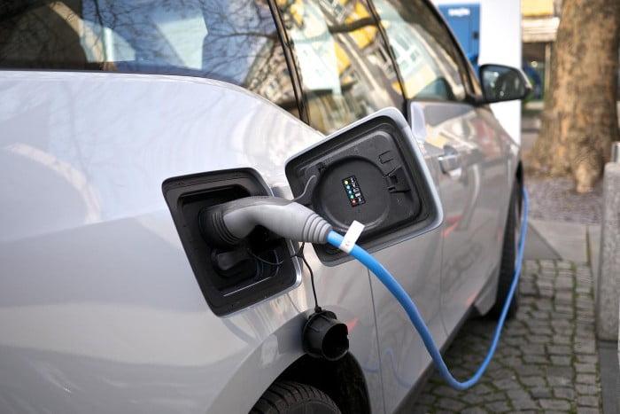 sähköautoilu ja latausasemat yleistyy