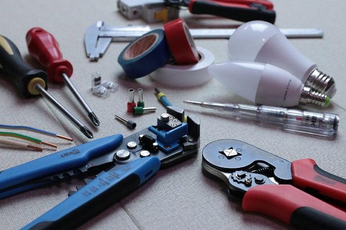 Sähköasentajan työkaluja