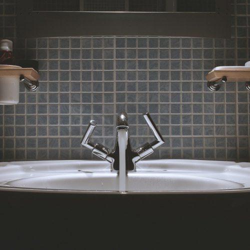 hanan asennus kylpyhuoneeseen