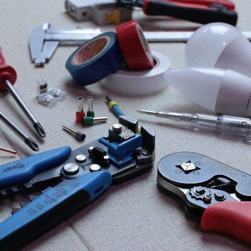 sähköasentajan työkalut