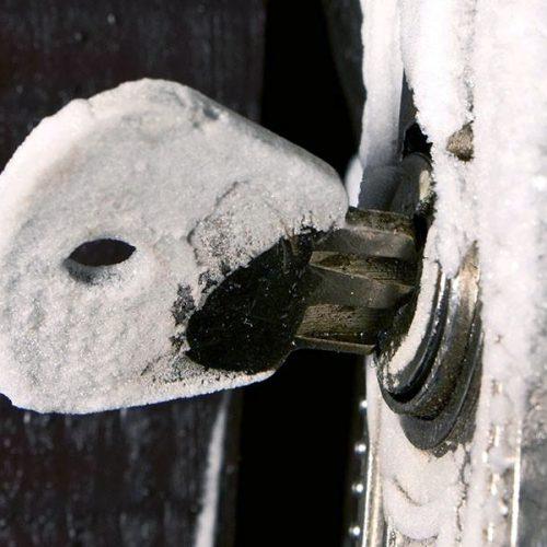 lukko jäässä